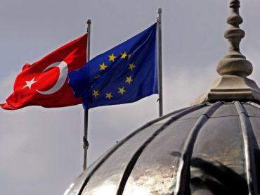 Unione Europea e Turchia: una storia di mani tese e passi indietro