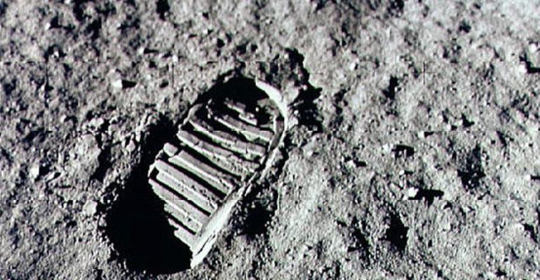 #88mph: Un tuffo nella storia – Il primo uomo sulla luna