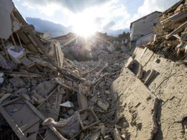 Terremoto, social e politica tra ipocrisia e indecenza