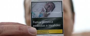 La foto che ritrae l'uomo spagnolo dopo il suo intervento alla schiena