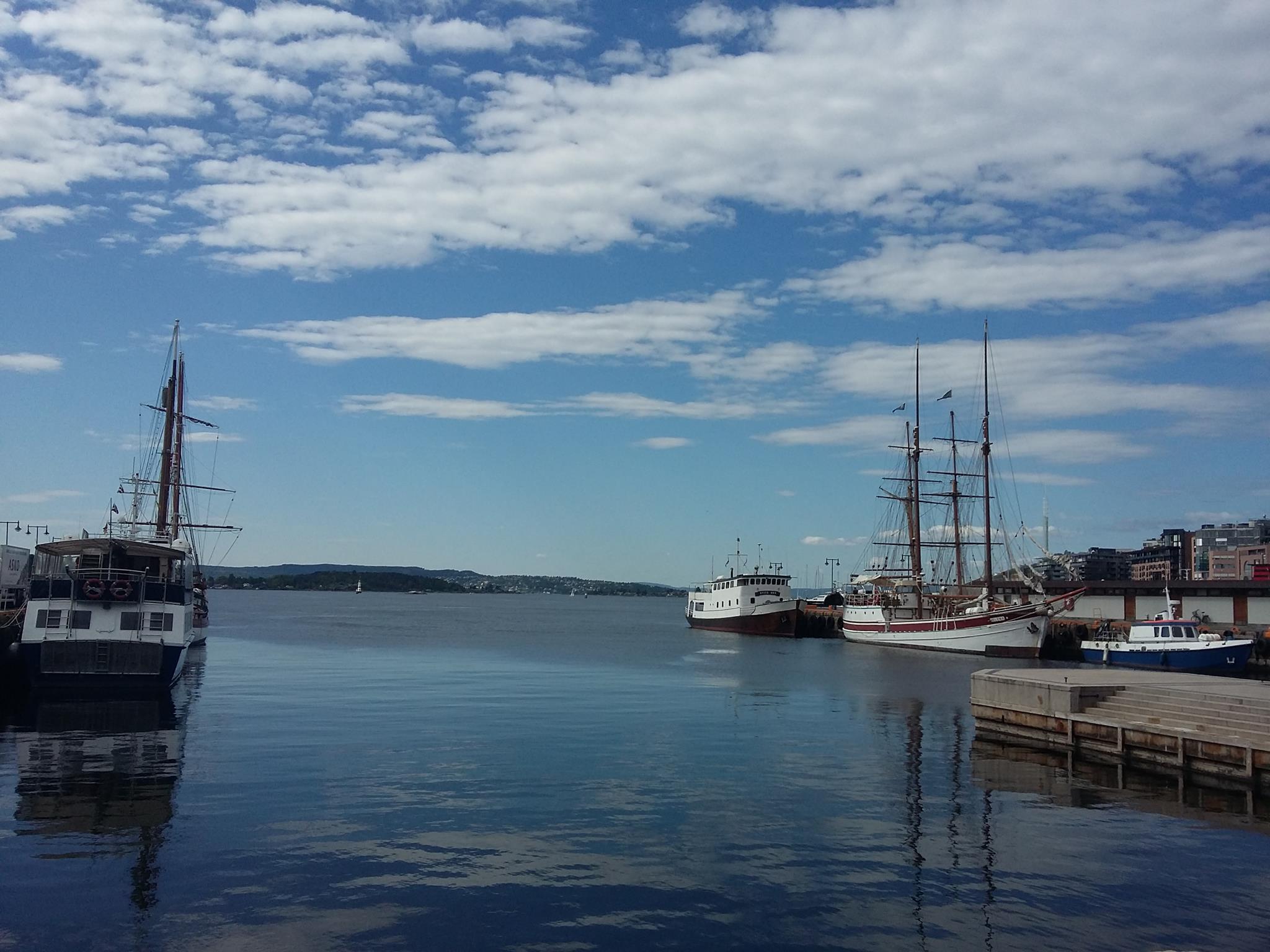 Oslofjord visto dalla piazza del Municipio