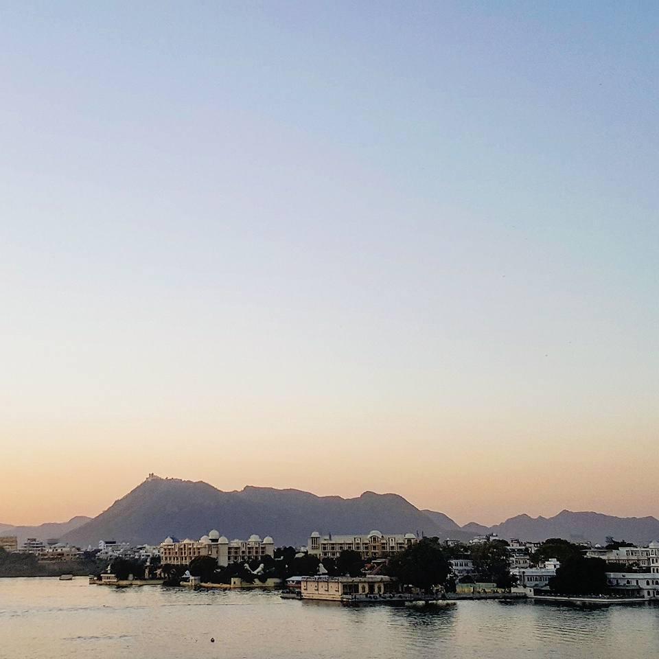 Il lago Pichola al tramonto