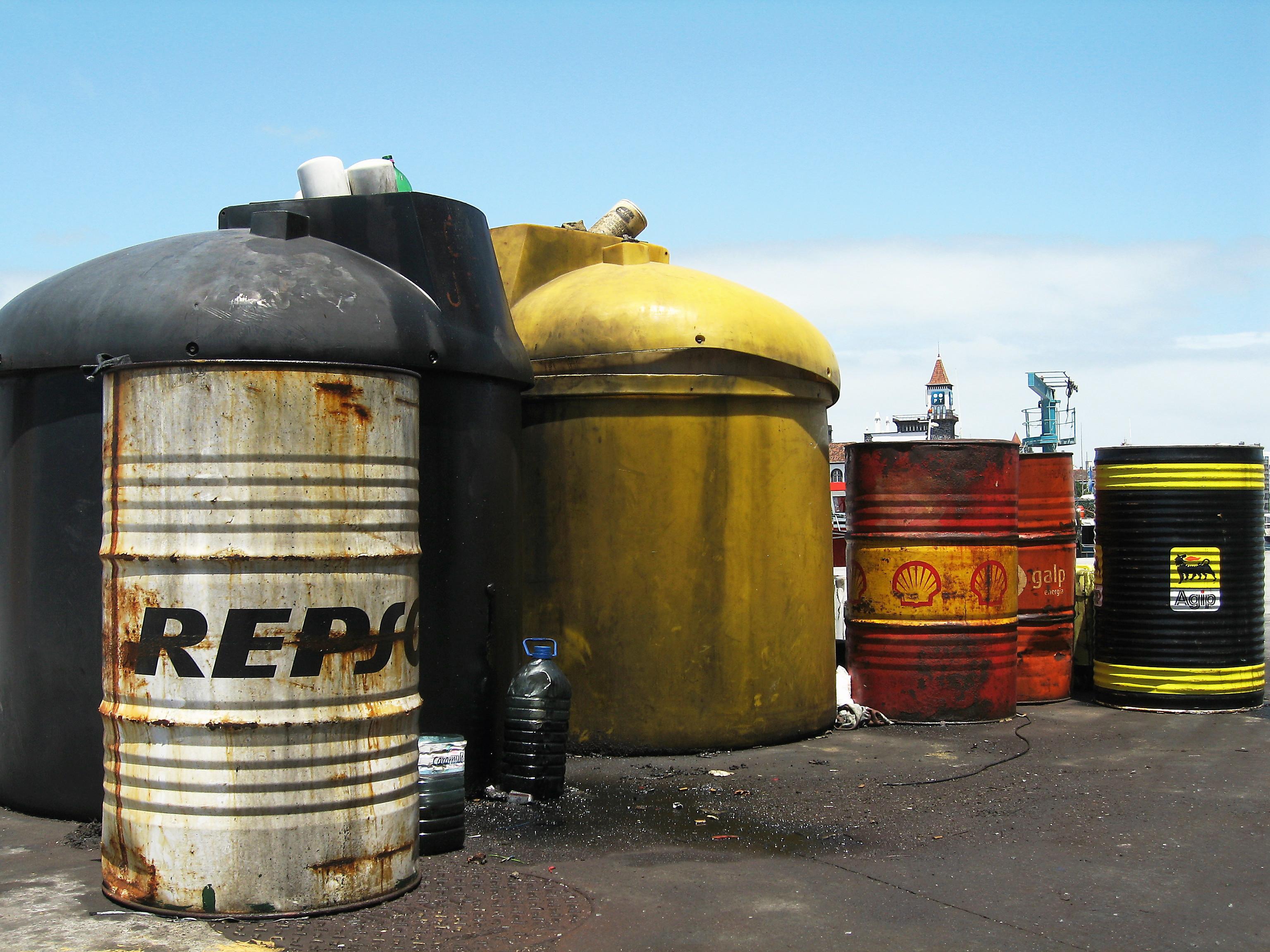 Barili di petrolio/ Lucia Asnaghi/Flickr