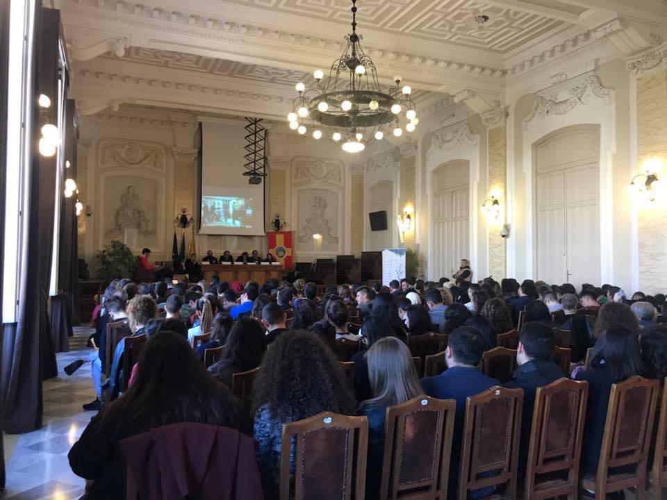 L'Aula Magna del Rettorato gremita di giovani (Messina, Sicilia)