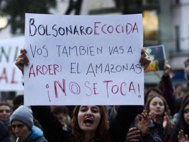 Il delitto Bolsonaro: l'Amazzonia in fiamme