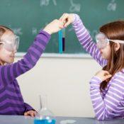 La scienza (non) è una cosa da donne: che cosa significa la disuguaglianza di genere nelle discipline STEM per il nostro futuro?